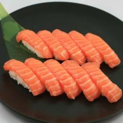 10 Sushi Saumon LR